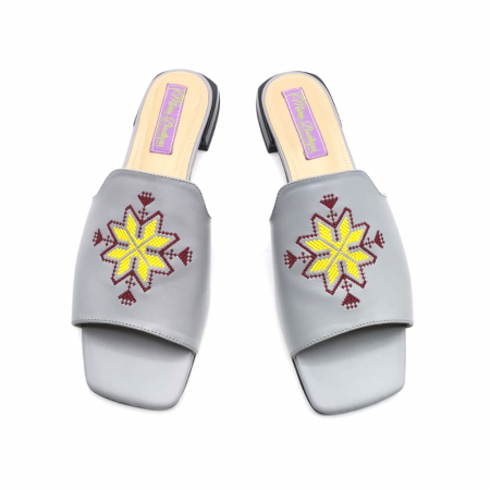 Papuci din piele gri cu broderie traditionala [2]