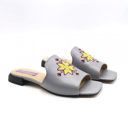 Papuci din piele gri cu broderie traditionala [3]