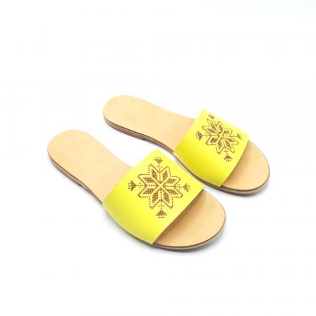 Papuci din piele galbeni cu broderie traditionala maro [2]