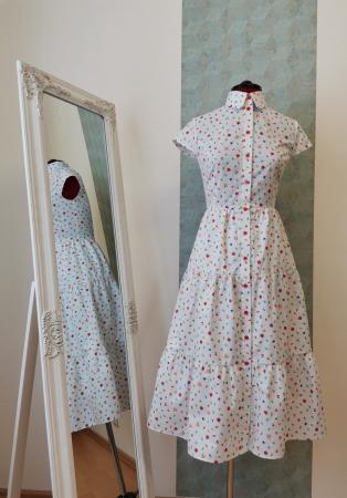 Rochie midi tip camasa, cu maneca scurta, alba cu floricele [3]