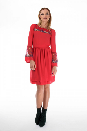 Rochie casual rosie cu maneci tip clopot din voal0