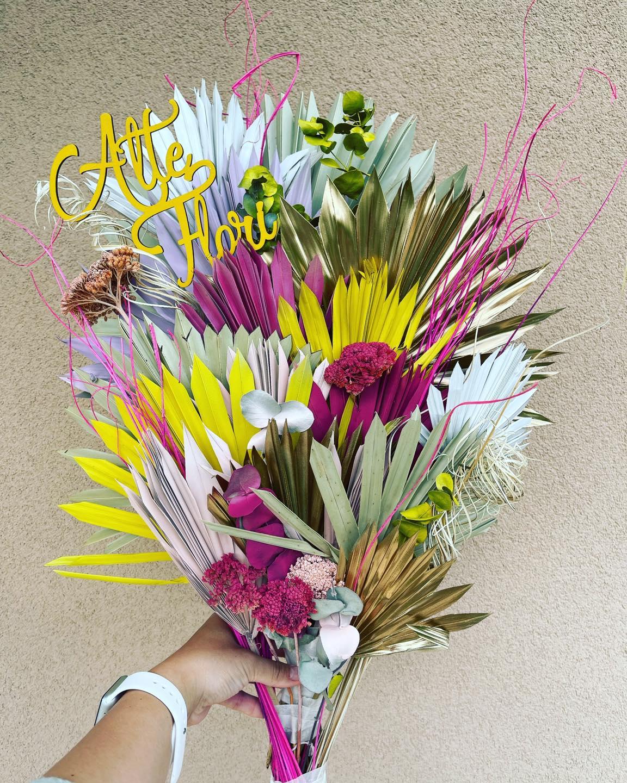 buchet cu flori uscate si flori  din hartie