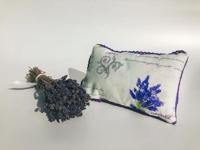 Pernă cu floare de lavandă, hipoalergenică, handmade 1