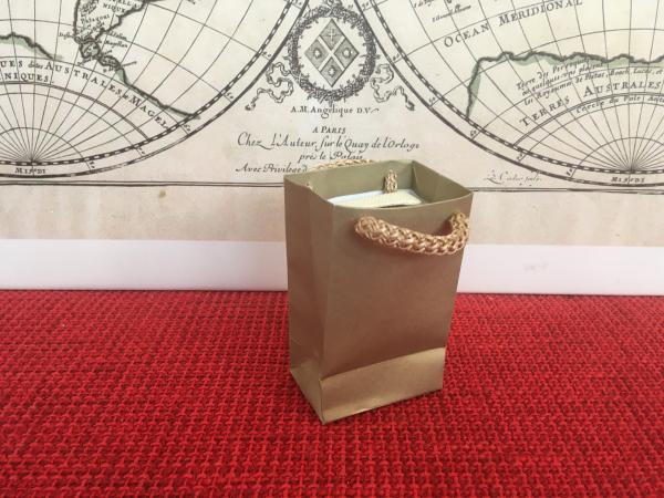 Punga hartie bijuterii premium, sacosa tiparita auriu cu maner snur 0