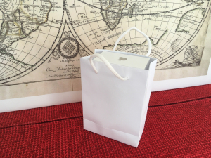 Punga KRAFT carton ALB 11x5x15 cm netiparita gama, calitate PREMIUM, (50 BUC/SET, 300 BUC/BAX)1