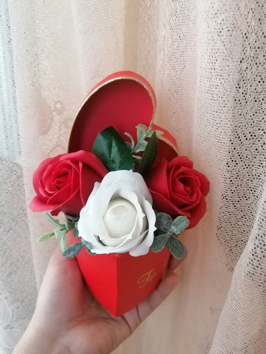 aranjamente 3 trandafiri foita sapun [0]