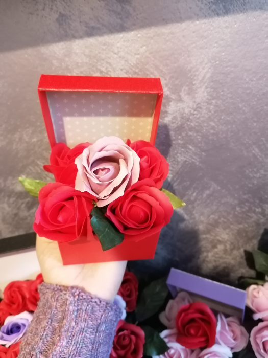 aranjamen 5 trandafiri sapun [3]
