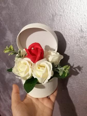 aranjamen 5 trandafiri sapun [0]