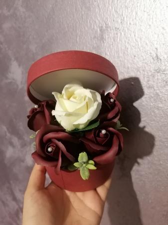 aranjamen 5 trandafiri sapun [1]