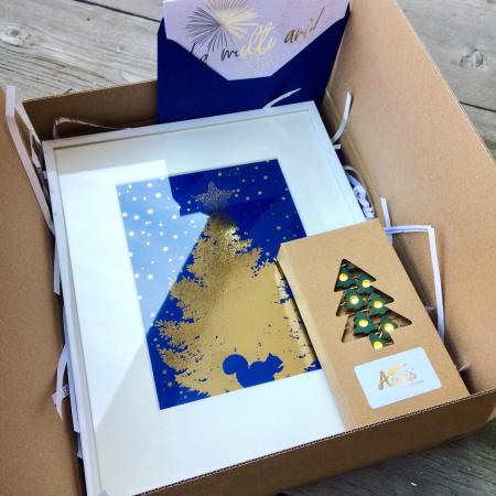 Cadou Tablou de iarna, Ho Ho Ho, colaj metalic auriu pe carton albastru-închis, instalatie microled si felicitare6