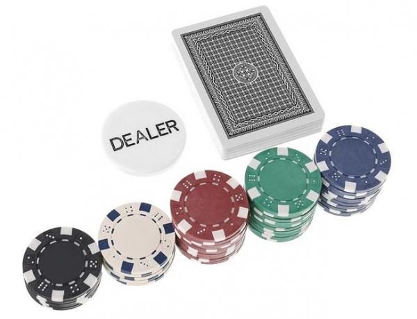 Set De Poker 300 Jetoane Servieta Aluminiu 5 Zaruri  2 Pachete Carti De Joc 7