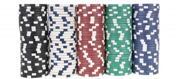 Set De Poker 300 Jetoane Servieta Aluminiu 5 Zaruri  2 Pachete Carti De Joc 6