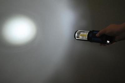 Lanterna led de lucru pentru atelier 3W cu suport magnetic si carlig lampa7