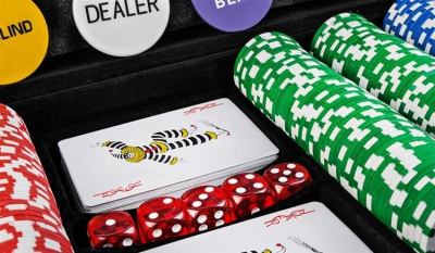 Set de poker cu 500 jetoane greutate jeton 13g include servieta aluminiu 5 zaruri 2 pachete carti de joc [6]