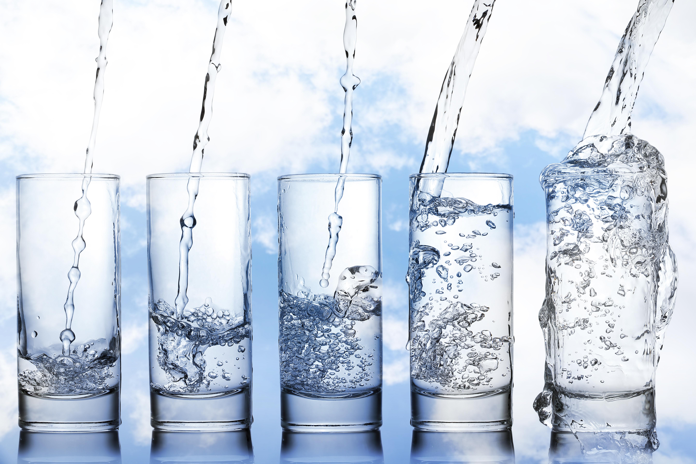 Apa minerala, apa de la robinet sau apa filtrata - care este mai buna?