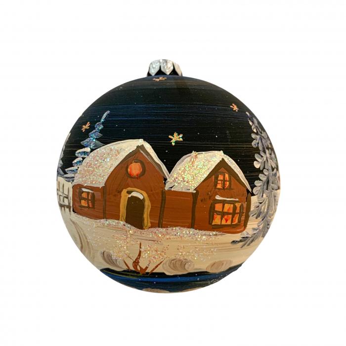 glob-din-sticla-suflata-si-pictata-manual-argcoms-fabrica-lui-mos-craciun-noaptea-la-cabana-multicolor-fond-negru-100-mm-sferic-6615-6617 0
