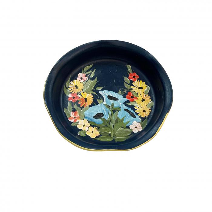 platou-decorativ-din-ceramica-de-arges-realizat-manual-argcoms-pictura-florala-ø25-cm-albastru-5692-5697 0