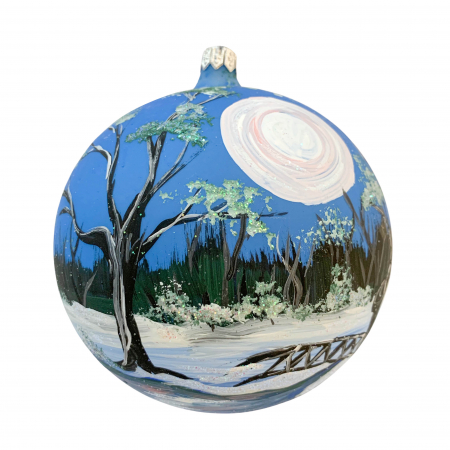 Glob din sticla suflata si pictata manual, Argcoms, Fabrica lui Mos Craciun, Peisaj de iarna in padure, Multicolor, Fond albastru, 120 mm, Sferic0