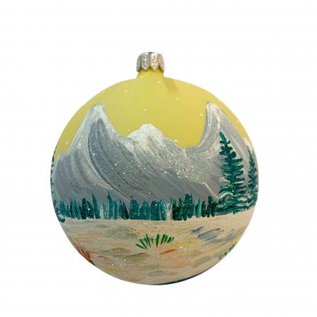 glob-din-sticla-suflata-si-pictata-manual-argcoms-fabrica-lui-mos-craciun-peisaj-montan-multicolor-fond-galben-100-mm-sferic-6623-6625 [2]