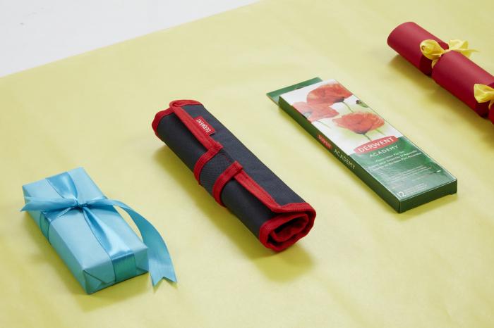 Set acuarele 12 culori cu pensula Derwent Academy™ 2