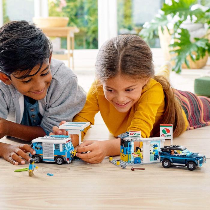 LEGO CITY STATIE DE SERVICE 60257 [2]