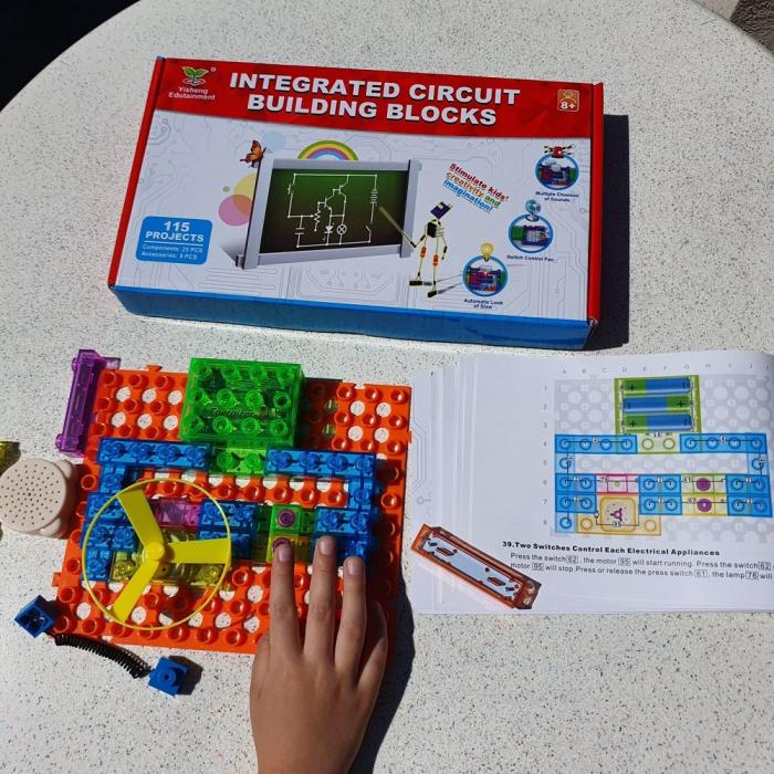 Cadou 8-14 ANI - Constructie Circuite Integrate + Cub Rubik Lamaie 3