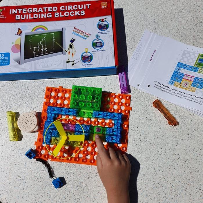 Cadou 8-14 ANI - Puzzle Harta lumii + Constructie Circuite Integrate 3