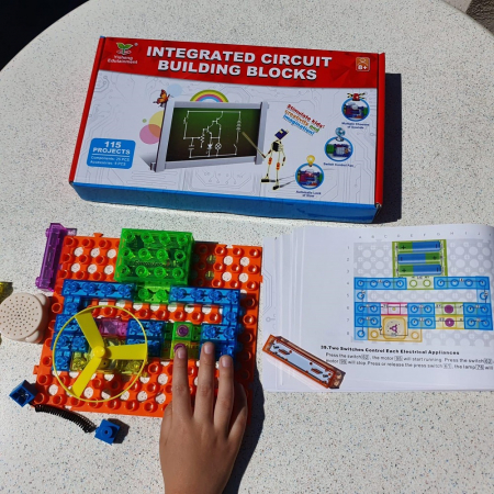 Cadou 8-14 ANI - Constructie Circuite Integrate + Cub Rubik Lamaie3