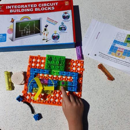 Cadou 8-14 ANI - Puzzle Harta lumii + Constructie Circuite Integrate3