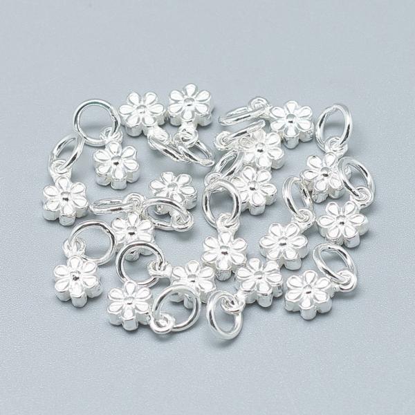 charm-floare-din-argint 0
