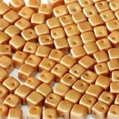 Margele cehesti Crisscross cube 4 mm Pastel Amber, 2hole [0]
