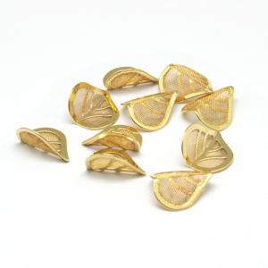 Frunze din metal comun auriu0