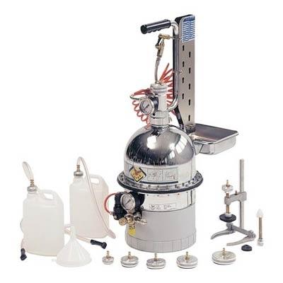 Dispozitiv aerisire si inlocuire lichid frana si sistem ambreiaj hidraulic cu set universal de rezervoare [0]