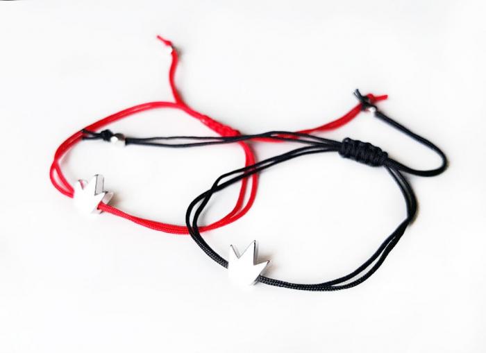 Bratara coronita personalizata, gravata cu initiala, placata cu platina si cu inchidere macrame, cu snur ajustabil, potrivita pentru cupluri [1]