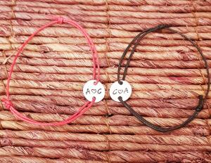 Bratara personalizata cu initiale si inimioara, gravata pe banut placatcu argint, cu snur ajustabil [3]
