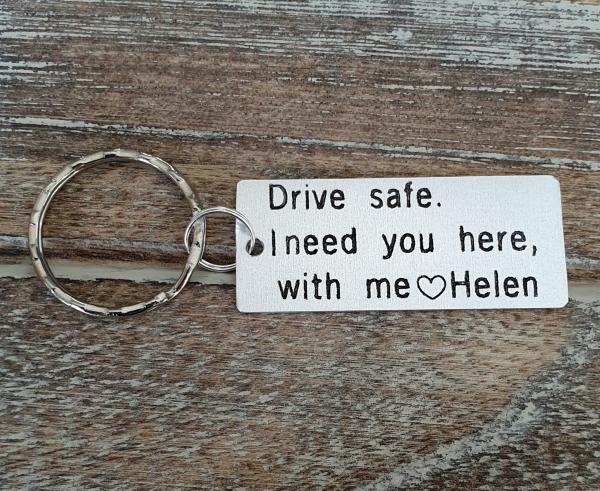 Breloc personalizat, Breloc Drive safe, I need you here with me,  gravat pe dreptunghi din aluminiu 2