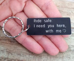 Breloc personalizat Ride safe, I need you here with me, gravat pe dreptunghi din aluminiu cu charm bicicleta [4]