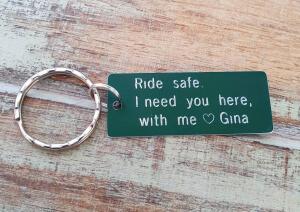 Breloc personalizat Ride safe, I need you here with me, gravat pe dreptunghi din aluminiu cu charm bicicleta [0]