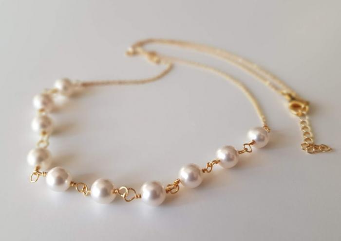 Colier cu perle albe Swarovski, placat cu aur, la baza gatului [4]