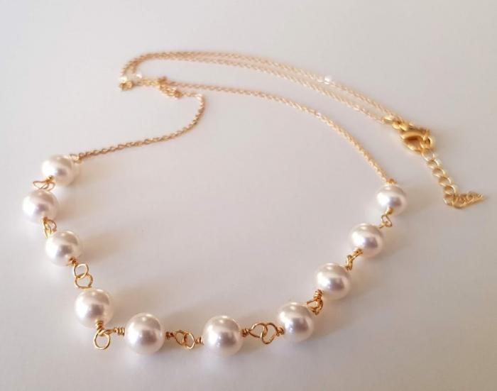 Colier cu perle albe Swarovski, placat cu aur, la baza gatului [1]