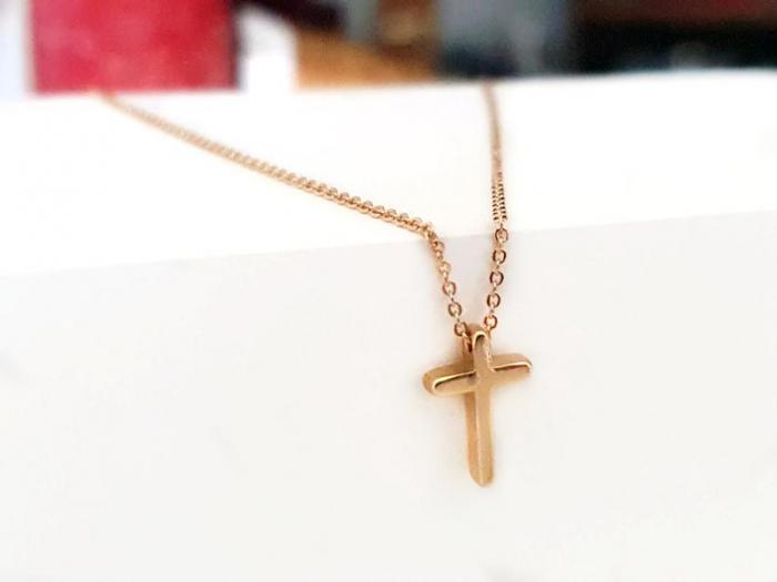 Colier minimalist, placat cu aur, cu cruciulita [3]