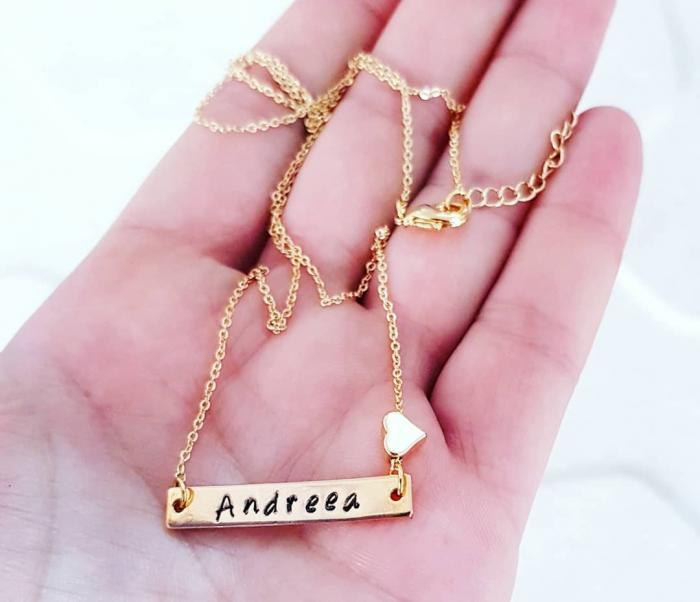 Colier placat cu aur, cu pandant dreptunghiular, personalizat cu nume si inimioara [0]