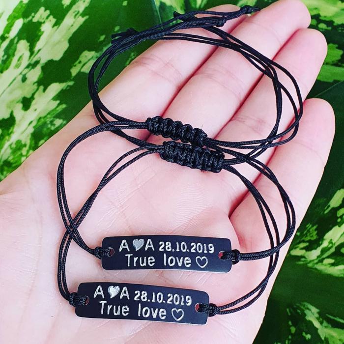 Bratari pentru cuplu, True Love, initiale si data relatiei, gravate pe placuta din aluminiu negru, cu snur ajustabil [1]