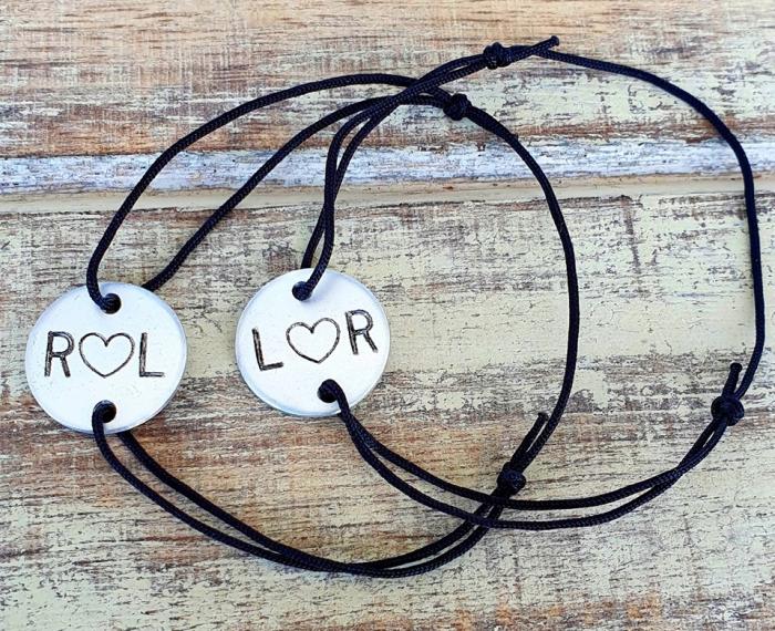 Set de 2 bratari personalizate pentru cuplu, cu banut gravat cu initiale si inimioara [1]