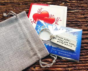 Card metalic personalizat, mesaj gravat pe placuta de aluminiu, insert portofel, mesaj pentru iubit, cadou personalizat3