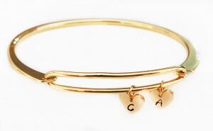 Bratara bangle placata cu aur, fixa, personalizata, cu 2 inimioare gravate cu o initiala si perla Swarovski [4]