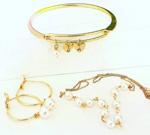 Bratara bangle placata cu aur, fixa, personalizata, cu 2 inimioare gravate cu o initiala si perla Swarovski [8]