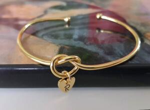 Bratara personalizata, bangle, placata cu aur, cu inimoara gravata cu initiala [3]
