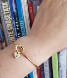 Bratara personalizata, bangle, placata cu aur, cu inimoara gravata cu initiala [6]