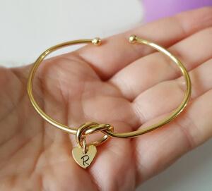 Bratara personalizata, bangle, placata cu aur, cu inimoara gravata cu initiala [4]